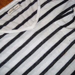 Abercrombie & Fitch Tops - ‼️4/$10 A&F Boyfriend Pocket V-neck White Grey XS